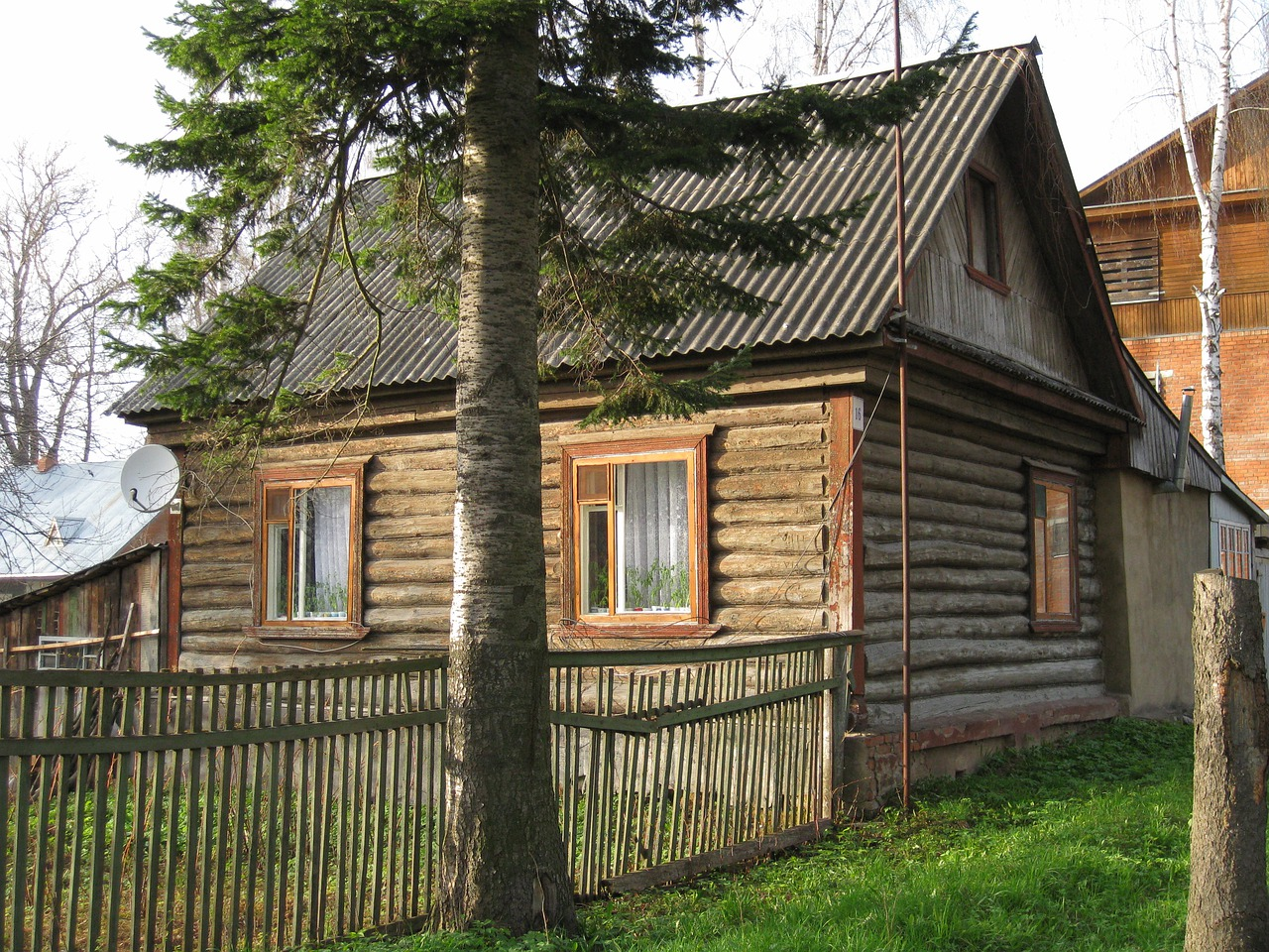Cottage Cabin House Log Cabin Home  - Karinakorn / Pixabay